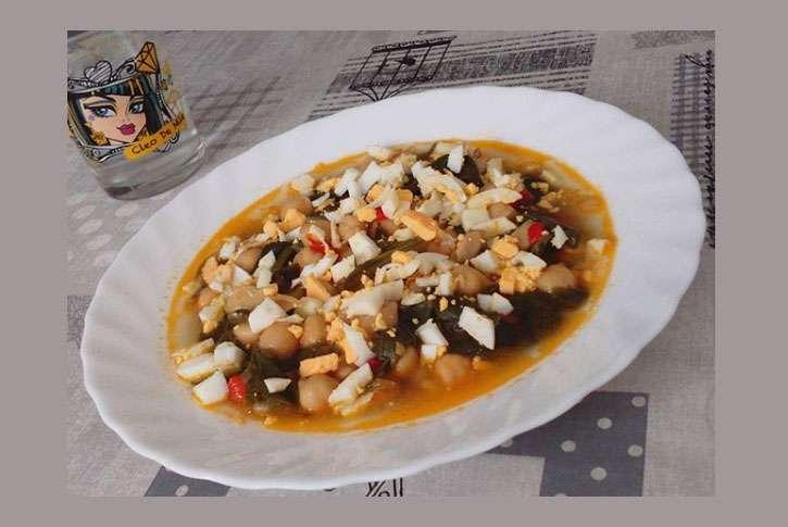 Potaje-de-garbanzos-espinacas-acelgas--bacalao-vigilia-cuaresma-huevo-facil-rapido-sencillo-recetas-como-preparar-cocinar-hacer-rico-ingredientes--5-4-personas-preparacion
