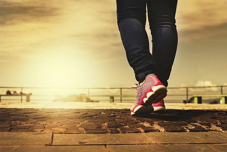 caminar-para-adelgaza-andar-para-perder-bajar-de-peso-barriga-piernas-vientre-se-puede-adelgazar-andando-beeficios-caminar-diariamente