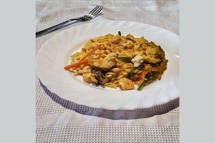 Arroz caldoso de pescado, verduras y marisco fácil