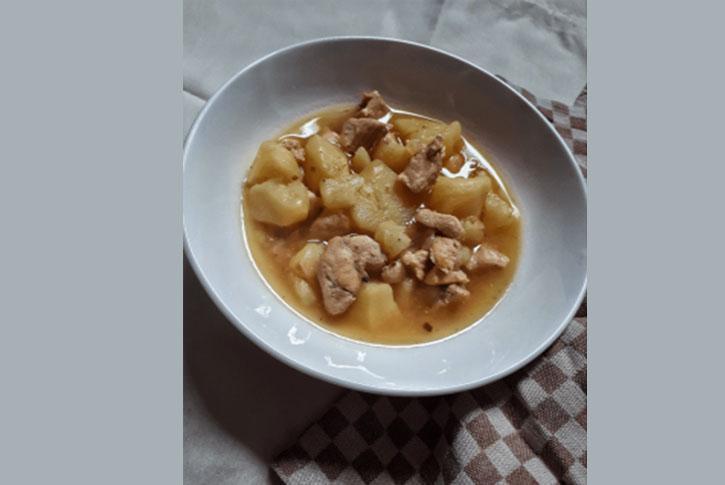pollo-en-salsa-de-almendras-con-patatas-receta-y-papas-guiso-estofado-facil-rapido-ingredientes-preparacion-como-preparar-cocinar-sencillo